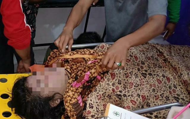 Mayat mahasiswi yamg hanyut di sungai Asahan saat dievakuasi.