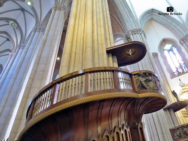 Close-up de um dos púlpitos elevados da Catedral da Sé - São Paulo
