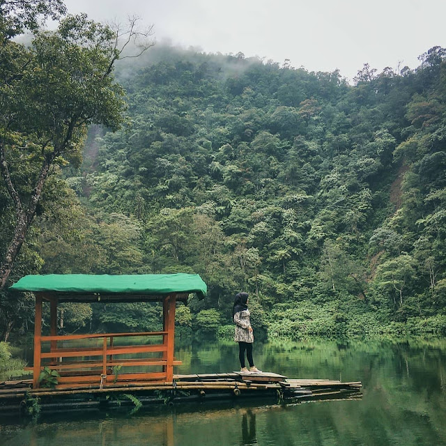 Lokasi dan Tiket Masuk Telaga Warna Puncak Bogor Terbaru 2020