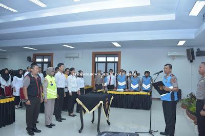 Wakapolda Jambi Pimpin Penandatanganan Fakta Integritas Dan Sumpah Seleksi CPNS Polri Tahun 2019