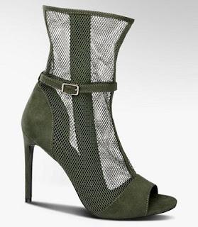 Sandalette in raffinierter Nietzoptik (Deichmann)