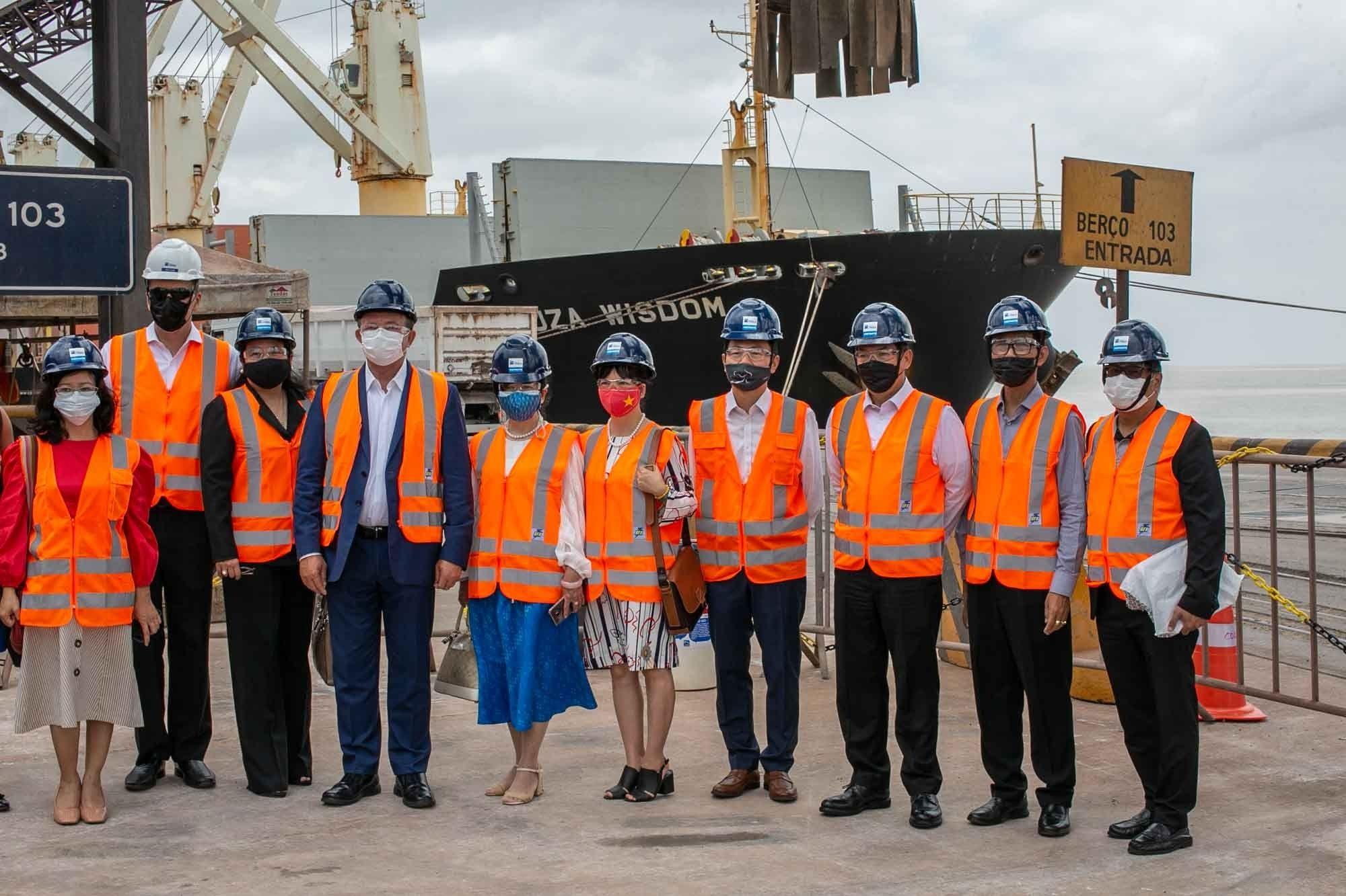 Embaixadores do Sudeste Asiático visitam o Porto do Itaqui