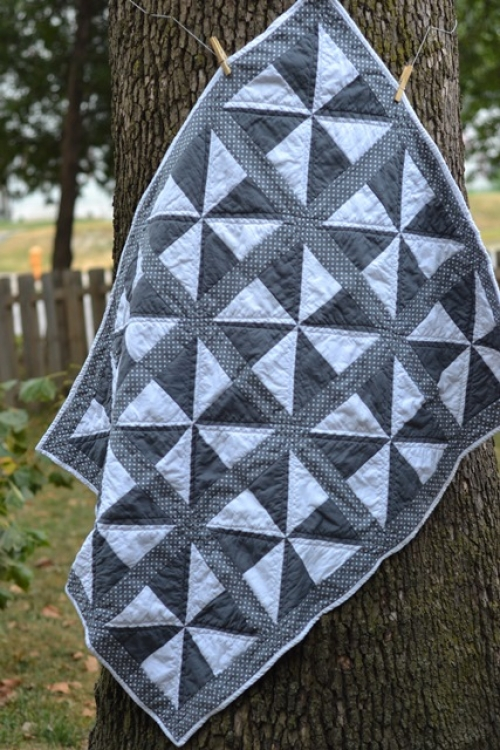 Simple Pinwheel Baby Quilt - Tutorial