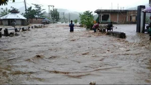 Rugi Total, Ratusan Ton Jagung Hasil Panen Petani di Bima Tersapu Banjir