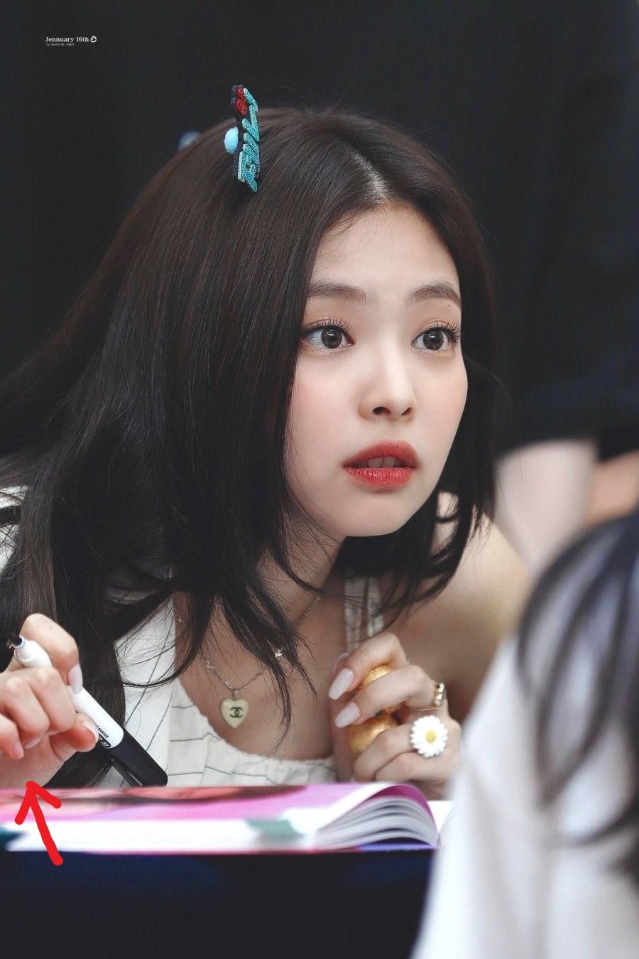 팬사인회 중 손톱을 잃어버린 블랙핑크 제니 - 꾸르