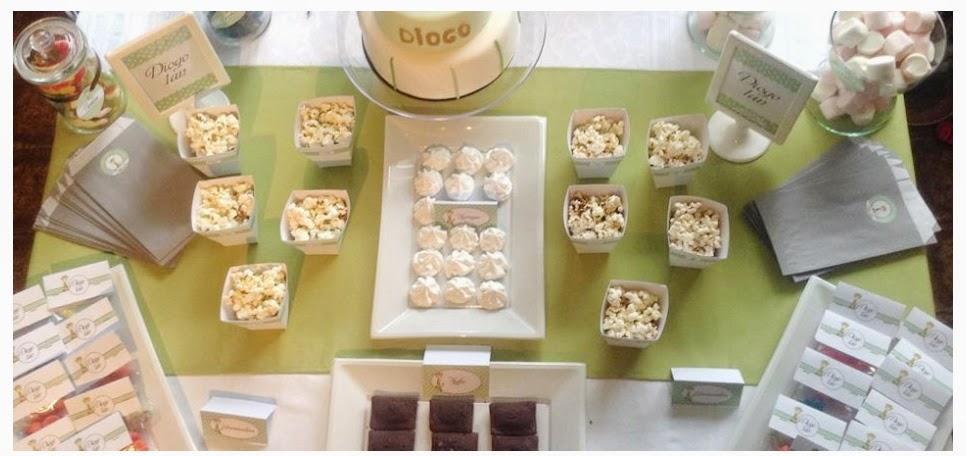 sweet table d'anniversaire gourmande decoree en vert et gris