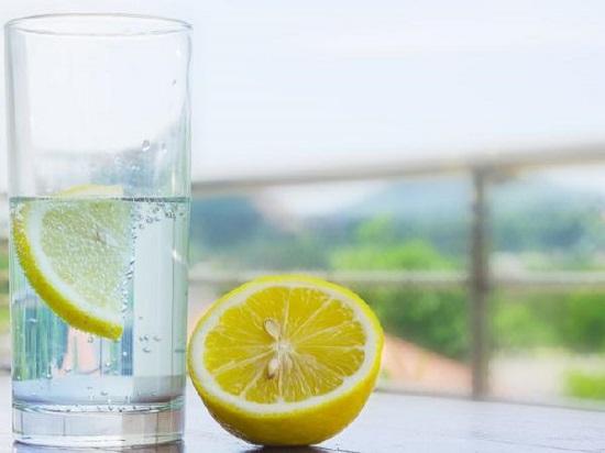 فوائد الماء و الليمون على الريق