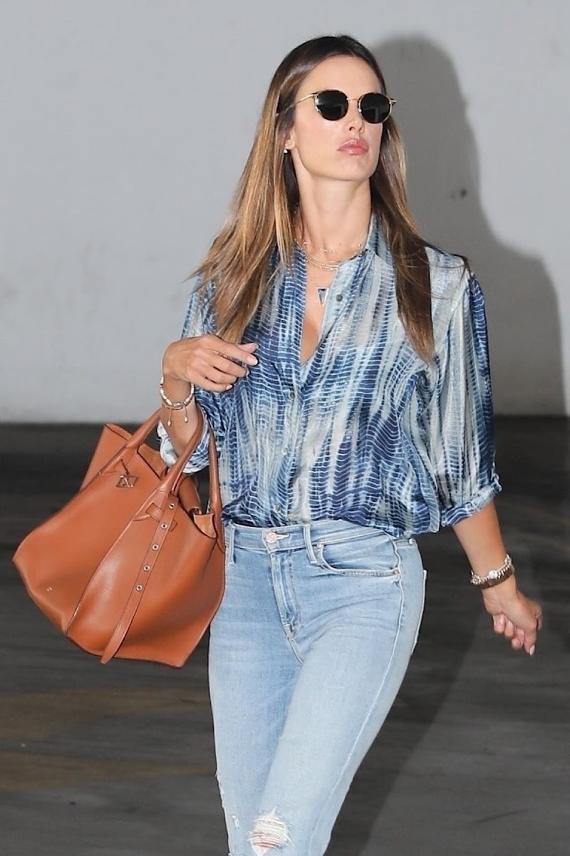 Alessandra Ambrosio Leaves Immigration Offices in Los Angeles 4 Sep -2020