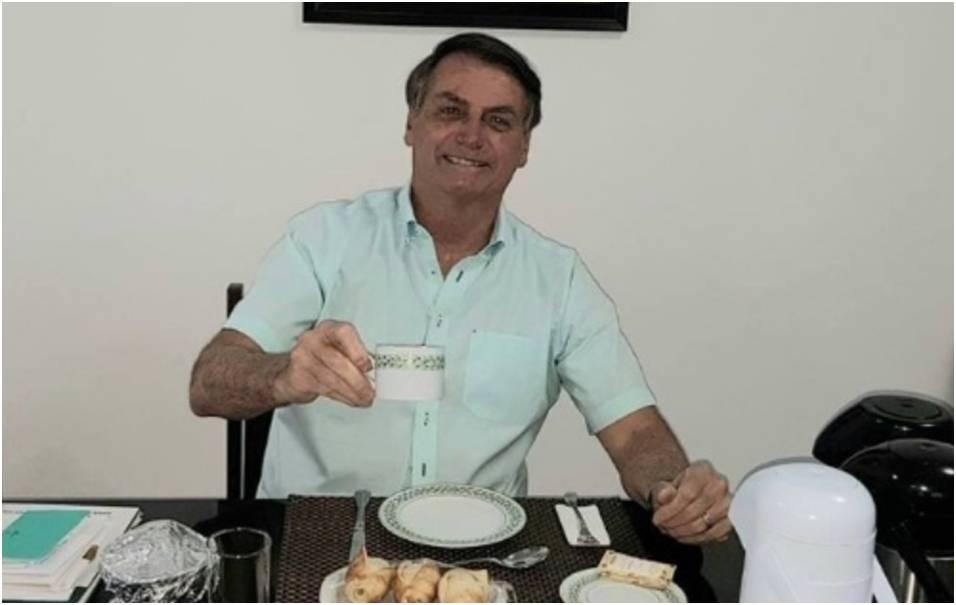 """Bolsonaro: """"Aos que torcem contra a Hidroxicloroquina, estou muito bem com seu uso"""""""