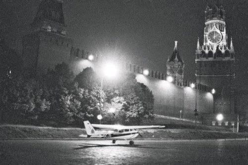 """Самолет """"Цессна-172"""" Матиаса Руста у Кремлевской стены"""
