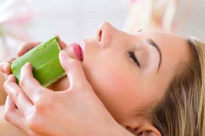 Cách chăm sóc da mặt từ nha đam