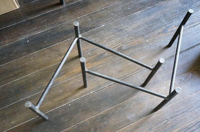 des pieds de table années 50  mid century table legs