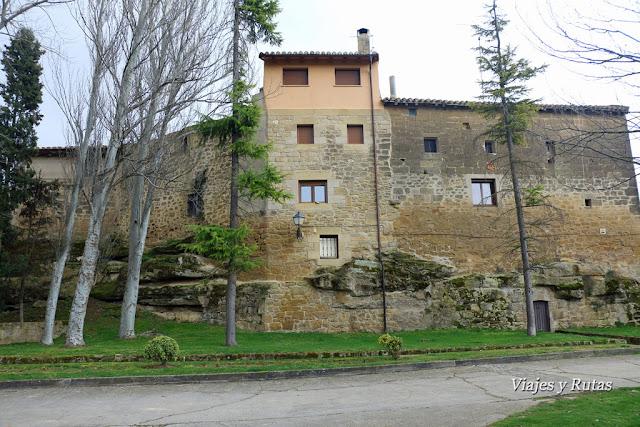Paseo por detrás del castillo de Sajazarra