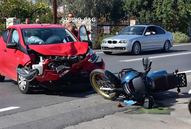 Τροχαίο ατύχημα στο Ναύπλιο -  Σφοδρή σύγκρουση αυτοκινήτου με μηχανή (βίντεο)