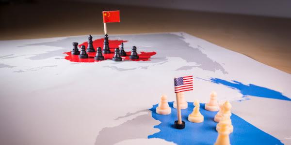 ΗΠΑ – Κίνα: Κλιμακώνει την αντιπαράθεση ο Μπάιντεν