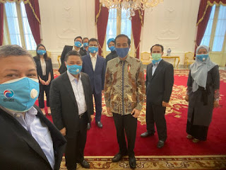 Fahri Hamzah: BB Jokowi Turun 3 KG Mikirin Keadaan, Warganet: Tapi Utang Naik, PHK Tinggi