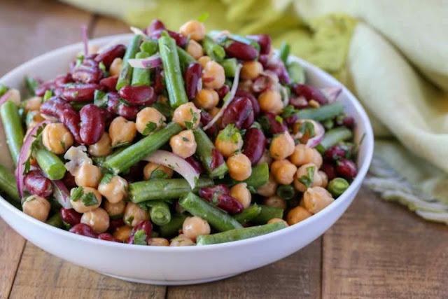 Salata cu 3 tipuri de fasole: fasole rosie, fasole verde si naut