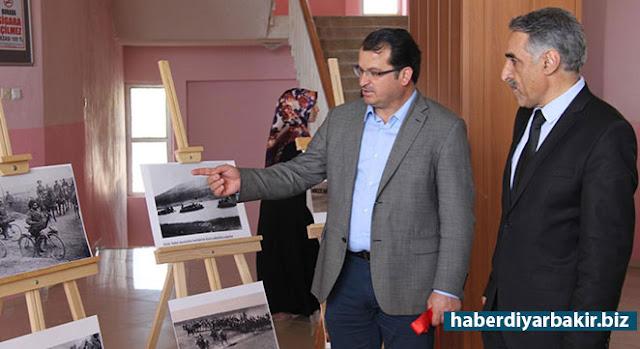 DİYARBAKIR-Dicle Üniversitesi Türk İslam Sanatları Anabilim Dalı Başkanı Yrd. Doç. Dr. Oktay Bozan öncülüğünde İlahiyat Fakültesi koridorunda sergilen fotoğraflarla öğrenciler tarihi bir yolculuğa çıktı.