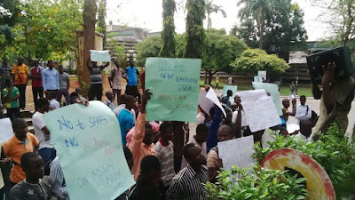 photos of the protest by muslim unilag students
