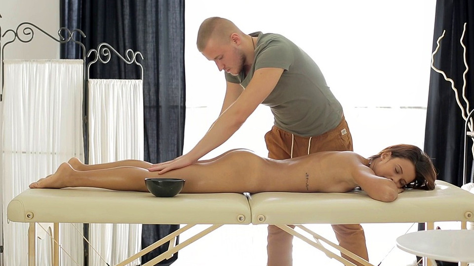 Pussy massage gets the sexy girl dripping – Mary Dee
