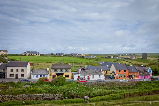 アイルランド西部 ドゥーリン 町の風景