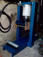 HYDRAULIC CONCRETE BEAM TESTING MACHINE