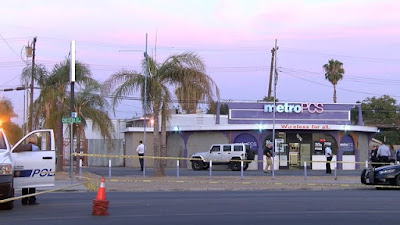 MetroPCS security officer fatally shoots armed robber