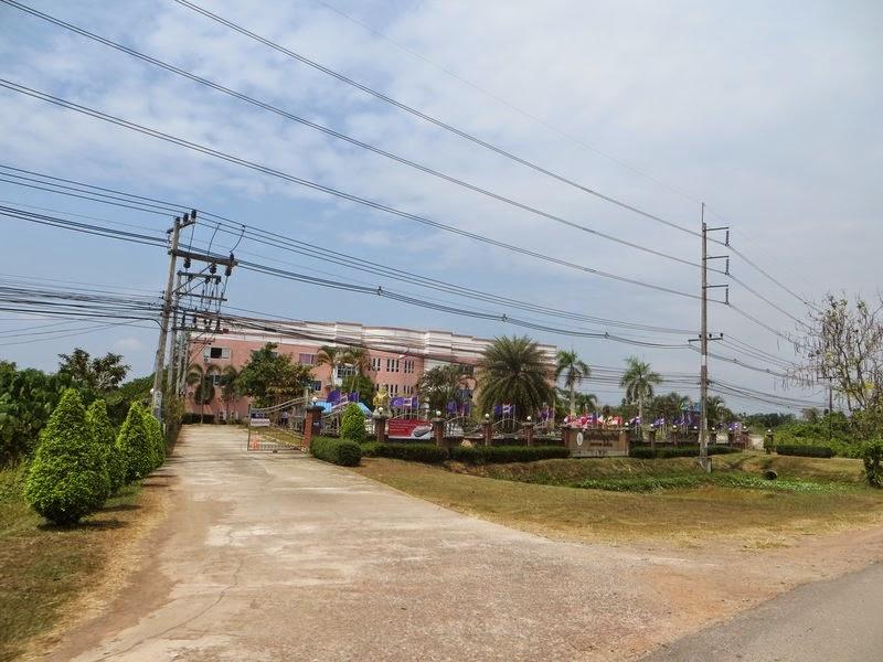 Деревенская школа в Таиланде