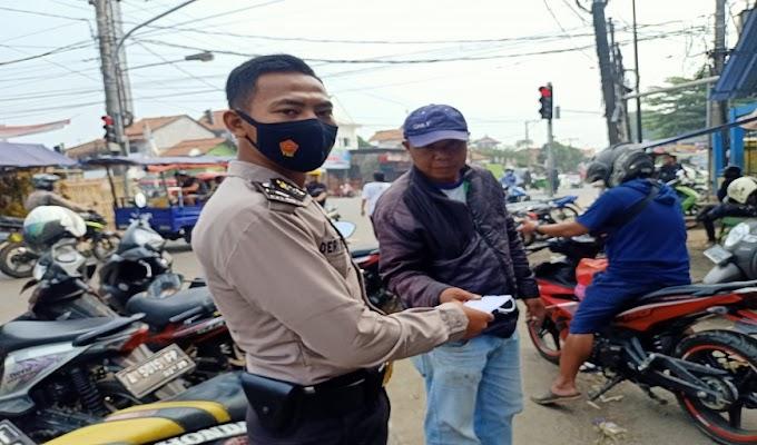 Cegah Penyebaran Covid-19, Polsek Ciruas Bagikan Masker kepada Masyarakat