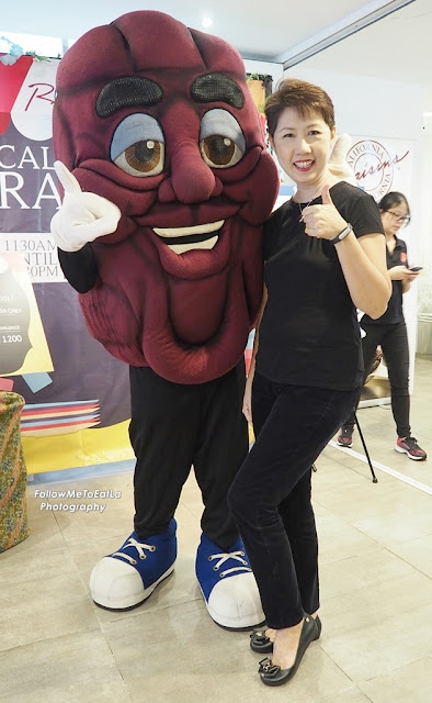 👍👍 Thumbs Up To Good Nutritious Snack Of California Raisins  👍👍