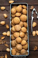 Amaretti - włoskie migdałowe ciasteczka (bez glutenu)