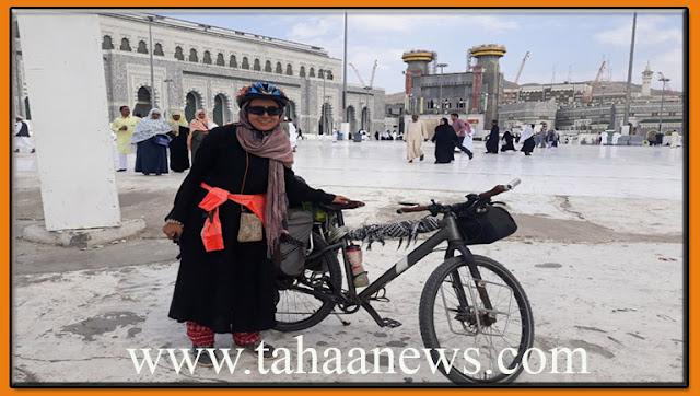 سارة حابة اول تونسية تعتمر على متن دراجة