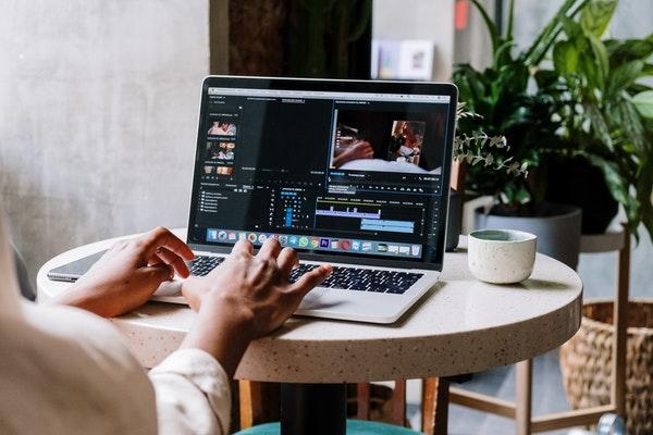 أنشئ انتقالاتك الخاصة لـبرنامج Premiere Pro باحترافيه