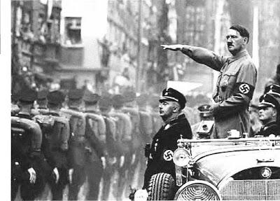 Adolf Hitler estuvo muy obsesionado con las reliquias sagradas, una de ellas: La Lanza del Destino, la cual le atribuiría más poder para dominar al mundo.