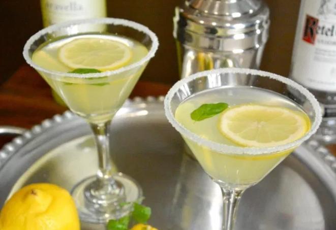 LEMON DROP MARTINI WITH LIMONCELLO #lemon #drink