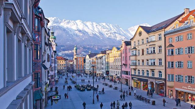 Cidade turística de Innsbruck na Áustria