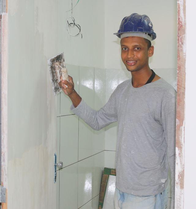 Leandro está orgulho de trabalhar nas obras de melhoramento do Castelão
