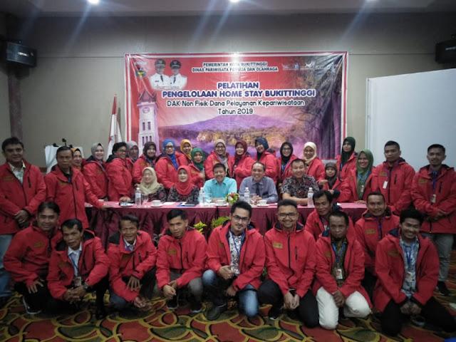 DIsparpora Bukittinggi Berikan Pelatihan Gratis Untuk Pengelola Dan Pemilik Homestay