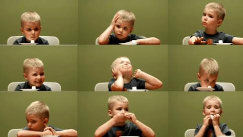 На фото ребёнок, который не прошёл зефирный тест. Или прошёл? Уж больно долго терпел))