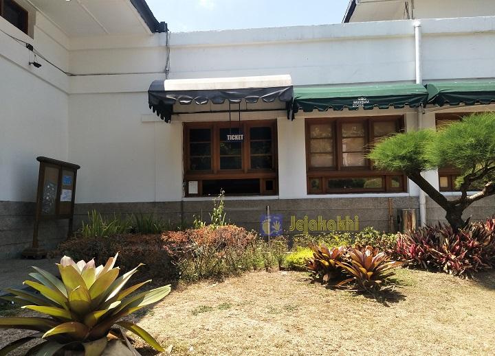 Jelajah Museum: Mengenal Semesta dan Sejarah Kehidupan di Museum Geologi Bandung