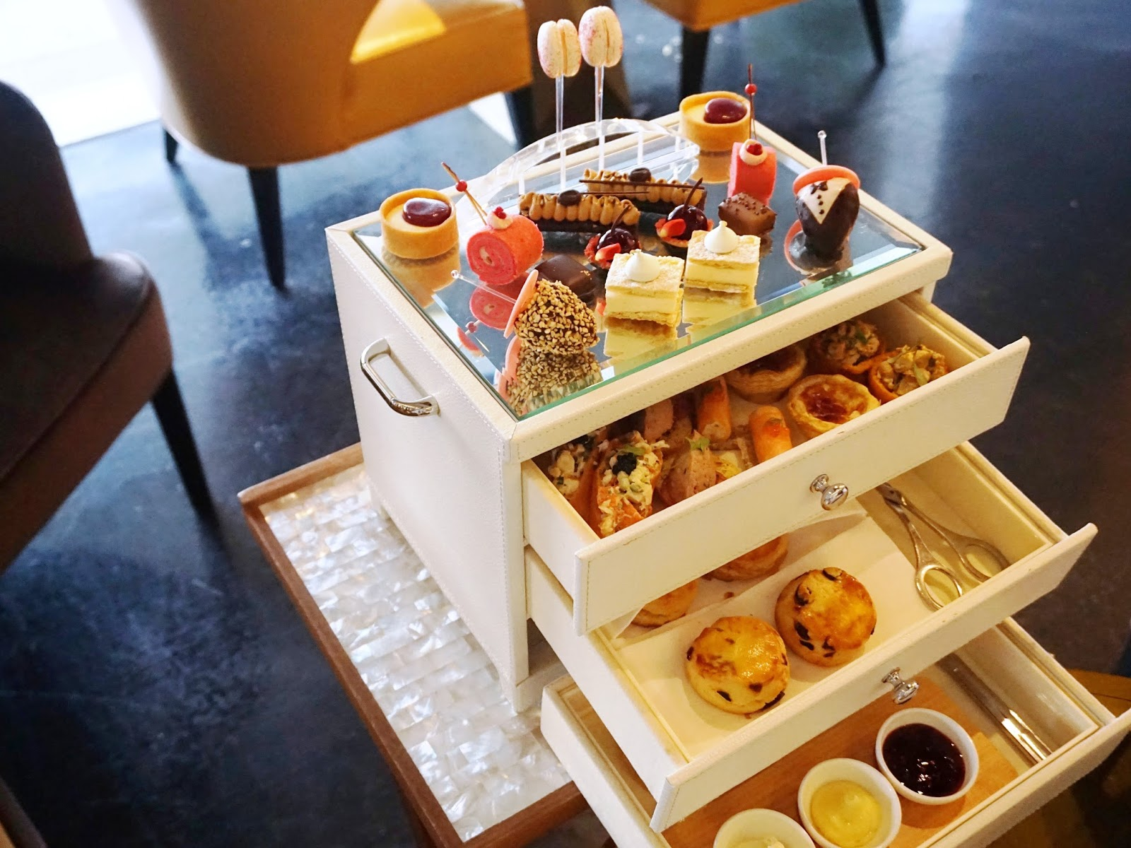 Pinkypiggu antidote fairmont singapore a delightful afternoon antidote fairmont singapore a delightful afternoon tea experience forumfinder Image collections