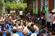 Pasca Kerusuhan di Wamena, Satgas Binmas Noken Berikan Trauma Healing Anak-Anak di Kampung Wouma