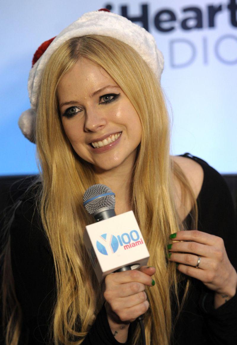 Avril Lavigne Clicks at Y100 Jingle Ball in Miami 20 Dec-2019