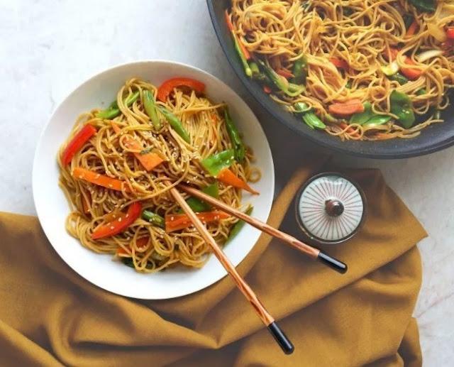 10-Minute Garlic Sesame Noodles #vegetarian #dinner