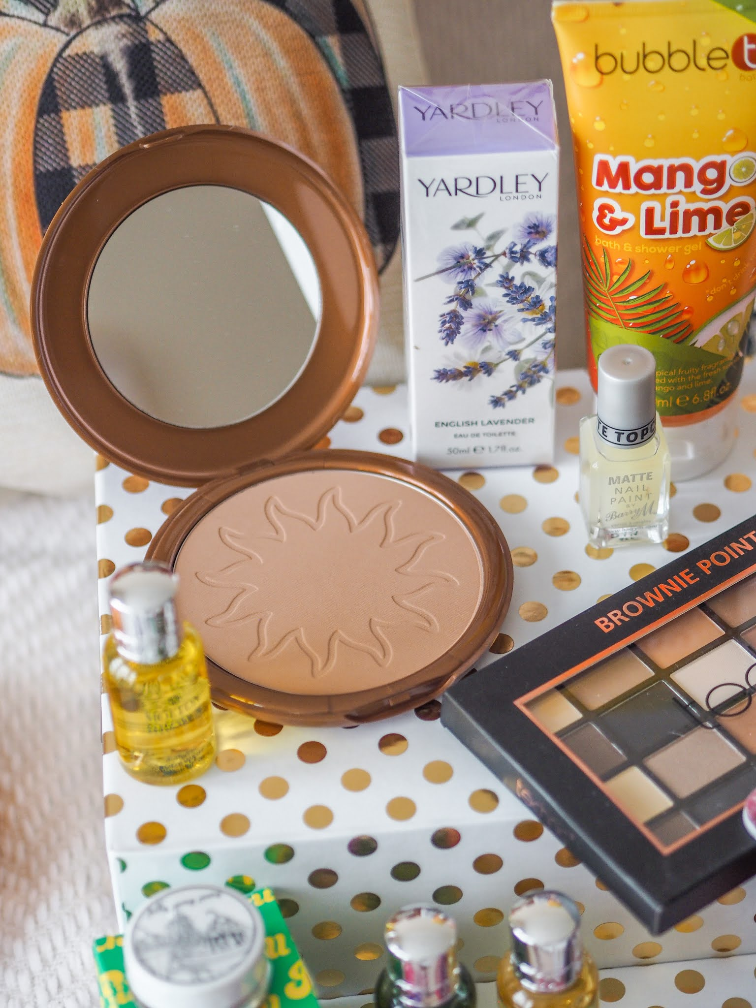 Autumn Giveaway, UK Blogger, Katie Kirk Loves, UK Competition, Win It, Beauty Giveaway, Rafflecopter Gibeaway, 2020 Giveaway