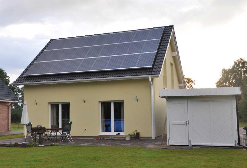 familie koller baut ein danwood haus point 127 die photovoltaik anlage im detail. Black Bedroom Furniture Sets. Home Design Ideas