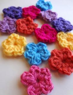 http://translate.googleusercontent.com/translate_c?depth=1&hl=es&rurl=translate.google.es&sl=en&tl=es&u=http://www.fiberfluxblog.com/2013/04/free-crochet-patternone-round-flowers.html&usg=ALkJrhhXHiSQ0zoYnrWL3bSi-Edkhjr0rw