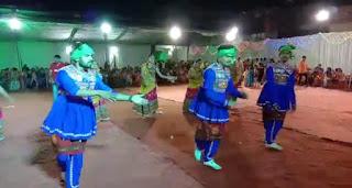 झाबुआ से आए लोकरंग डांस ग्रुप के कलाकारों ने जमाया रंग, पंडालों में गरबों का उल्लास