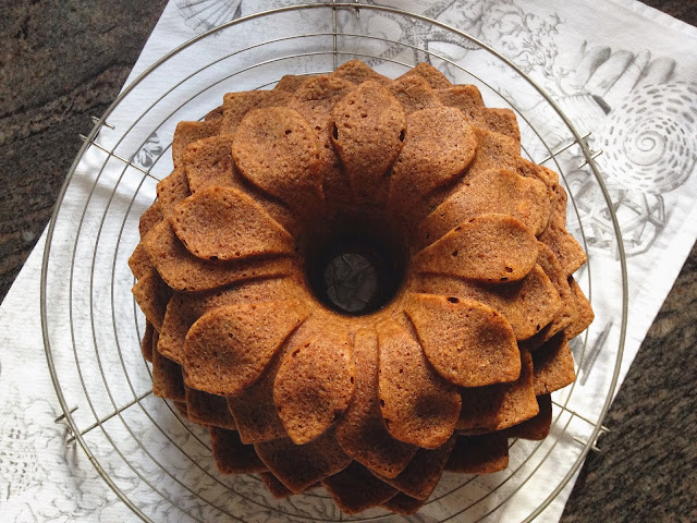 bundt cake de platano nueces y chosolate
