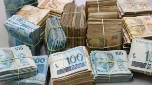 Operação contra fraudes em licitações cumpre 11 mandados e apreende R$ 260 mil na casa de prefeito no Ceará